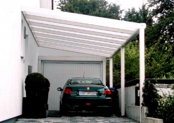 l nger draussen carport mit wandanschlu vor garageneinfahrt. Black Bedroom Furniture Sets. Home Design Ideas
