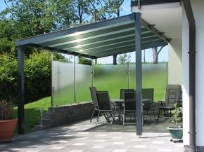 Terrassendach mit Sonnenschutz IR-Platten